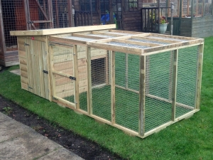 Small Pent Kennel With Front Run